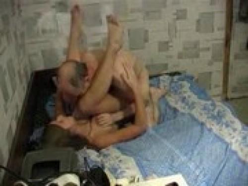 Папа дома трахает дочку