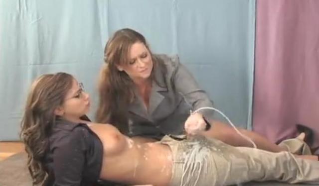 Секс транса с девушкой после дрочки его фаллоса ногами ...